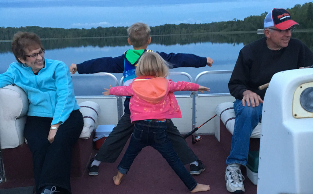 grandparents-kids-pontoon